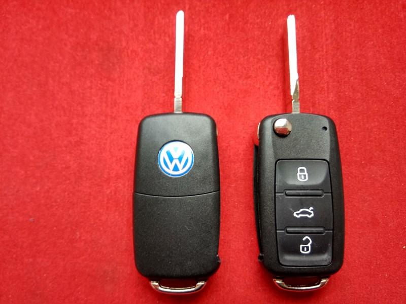 Ключ выкидной Volkswagen 3 кнопки корпус с 2010года