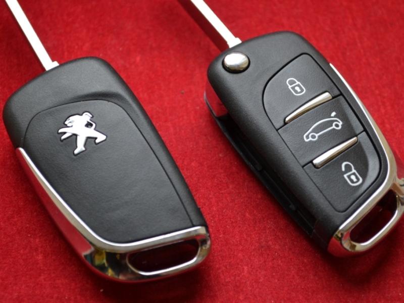 Выкидной ключ нового образца Peugeot 3 кнопки плата 0536 чип ID46 радиоканал 434Mhz FSK или ASK