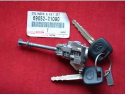 69052-21090 Дверной замок с ключами Toyota